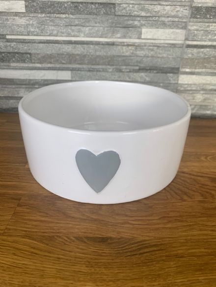 Retreat White Bowl with Grey Heart